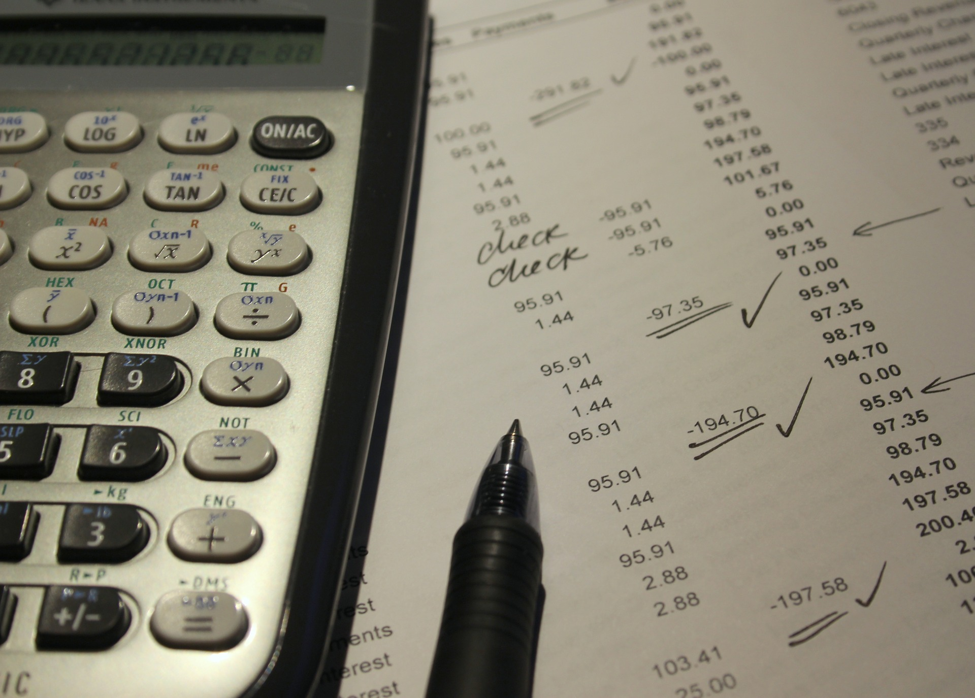 Answering the quiz in accounting by computing the amounts using the best accounting calculator